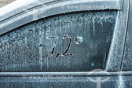 Detalhe de carro congelado no Parque Nacional de Itatiaia indicando a temperatura de 7,2º  - Itatiaia - Rio de Janeiro (RJ) - Brasil