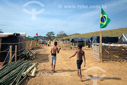 Crianças no acampamento Liberdade do Movimento dos Trabalhadores Rurais Sem Terra  - Coronel Pacheco - Minas Gerais (MG) - Brasil
