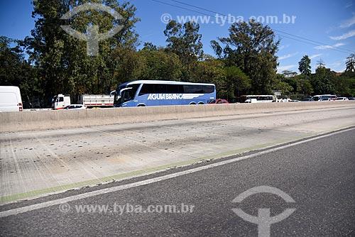 Vista da faixa exclusiva do BRT (Bus Rapid Transit) Transbrasil na Avenida Brasil  - Rio de Janeiro - Rio de Janeiro (RJ) - Brasil