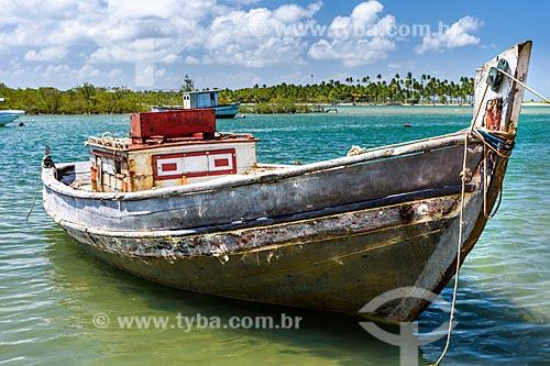 Barco atracado na Ilha de Boipeba  - Cairu - Bahia (BA) - Brasil