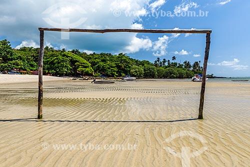 Trave na orla da Praia de Moreré durante a maré baixa  - Cairu - Bahia (BA) - Brasil