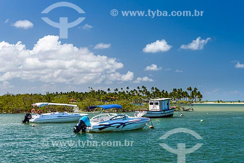 Lancha na orla da Ilha de Boipeba  - Cairu - Bahia (BA) - Brasil