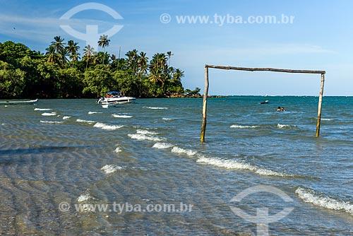 Trave na orla da Praia de Moreré durante a maré alta  - Cairu - Bahia (BA) - Brasil