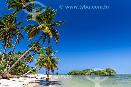 Vista de coqueiros na orla da Ponta dos Castelhanos  - Cairu - Bahia (BA) - Brasil
