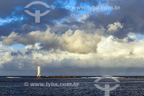 Vista do pôr do sol da Ponta do Xaréu com o Farol da Ponta do Xaréu  - Itacaré - Bahia (BA) - Brasil