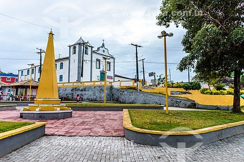 Vista da Praça São Miguel Arcanjo com a Igreja de São Miguel Arcanjo (1723) ao fundo  - Itacaré - Bahia (BA) - Brasil