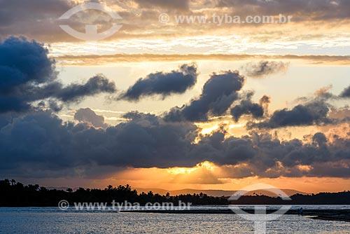Vista do pôr do sol a partir da orla da Vila de Barra Grande  - Maraú - Bahia (BA) - Brasil