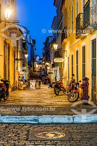 Vista de casarios na Rua do Bispo ao anoitecer  - Salvador - Bahia (BA) - Brasil