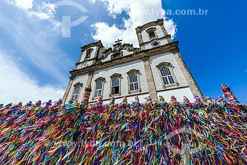 Detalhe de fitinhas coloridas nas grades da Igreja de Nosso Senhor do Bonfim (1754)  - Salvador - Bahia (BA) - Brasil