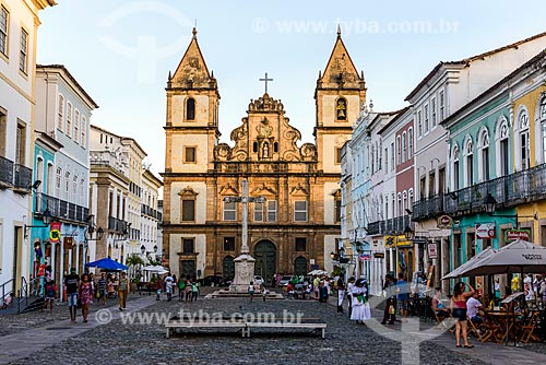 Cruzeiro no Largo do Cruzeiro de São Francisco com a Convento e Igreja de São Francisco (Século XVIII) ao fundo  - Salvador - Bahia (BA) - Brasil