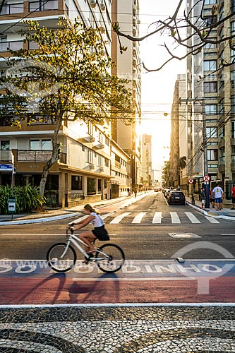 Ciclovia na Avenida Atlântica com a Rua 1901 ao fundo  - Balneário Camboriú - Santa Catarina (SC) - Brasil
