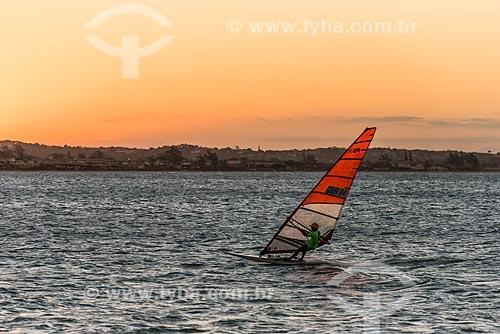 Praticante de windsurf na Praia de Manguinhos  - Armação dos Búzios - Rio de Janeiro (RJ) - Brasil