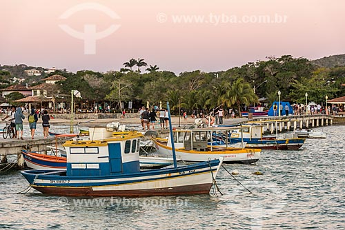 Barcos atracados no Porto da Barra na Praia de Manguinhos  - Armação dos Búzios - Rio de Janeiro (RJ) - Brasil