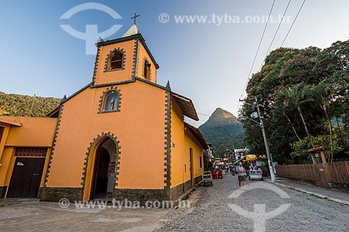 Fachada da Igreja de São Sebastião (1863) com o Pico do Papagaio ao fundo  - Angra dos Reis - Rio de Janeiro (RJ) - Brasil