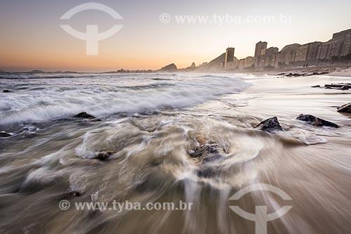 Vista da orla da Praia do Leme com a Praia de Copacabana ao fundo  - Rio de Janeiro - Rio de Janeiro (RJ) - Brasil
