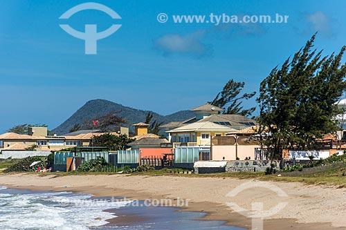 Vista de casas de veraneio na orla da Praia Rasa   - Armação dos Búzios - Rio de Janeiro (RJ) - Brasil