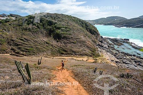 Vista da trilha da formação conhecida como Lagoinha na orla da cidade de Armação dos Búzios  - Armação dos Búzios - Rio de Janeiro (RJ) - Brasil