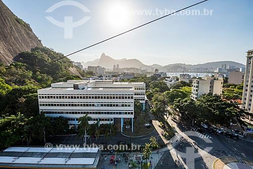 Vista da Escola de Guerra Naval durante a travessia entre o Morro da Urca e o Pão de Açúcar com o Cristo Redentor ao fundo  - Rio de Janeiro - Rio de Janeiro (RJ) - Brasil