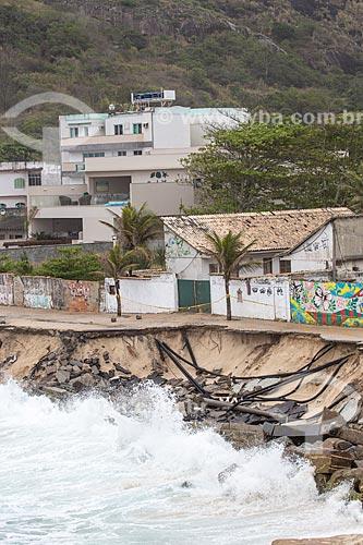 Destruição no calçadão da Praia da Macumba pelo avanço da maré  - Rio de Janeiro - Rio de Janeiro (RJ) - Brasil
