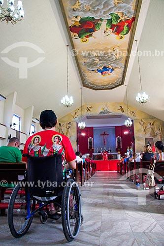 Fiel cadeirante na Igreja de São Cosme e Damião  - Rio de Janeiro - Rio de Janeiro (RJ) - Brasil