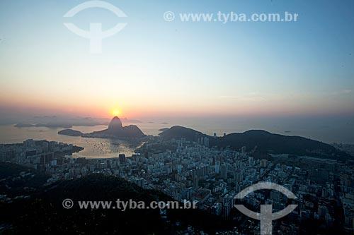 Vista do amanhecer a partir da Mirante Dona Marta com o Pão de Açúcar ao fundo  - Rio de Janeiro - Rio de Janeiro (RJ) - Brasil