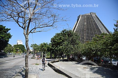 Vista da Catedral de São Sebastião do Rio de Janeiro a partir da Avenida República do Chile  - Rio de Janeiro - Rio de Janeiro (RJ) - Brasil