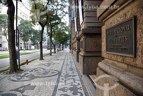 Calçamento em pedra portuguesa em frente ao Museu Nacional de Belas Artes  - Rio de Janeiro - Rio de Janeiro (RJ) - Brasil