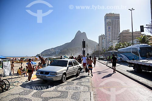 Acidente de trânsito na orla da Praia de Ipanema com o Morro Dois Irmãos ao fundo  - Rio de Janeiro - Rio de Janeiro (RJ) - Brasil