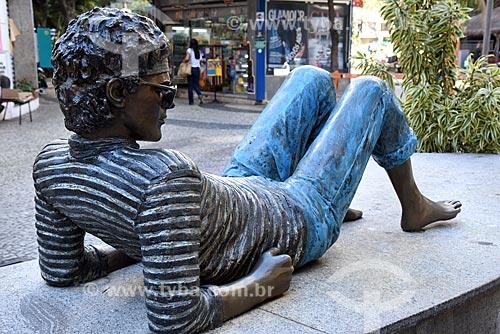 Detalhe da estátua em homenagem ao cantor Cazuza na Praça Cazuza  - Rio de Janeiro - Rio de Janeiro (RJ) - Brasil