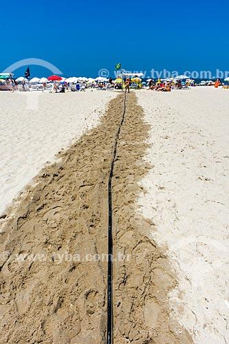 Trilha de areia molhada nas areias na Praia de Copacabana  - Rio de Janeiro - Rio de Janeiro (RJ) - Brasil