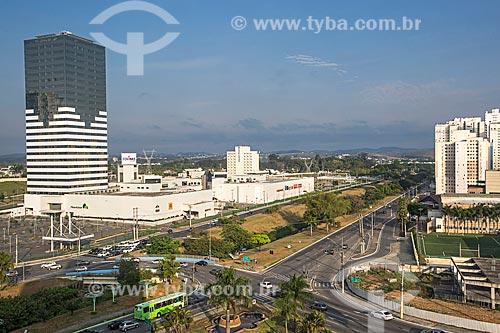 Vista da Avenida Eduardo Cury com o supermercado Pão de Açúcar e o Shopping Colinas  - São José dos Campos - São Paulo (SP) - Brasil