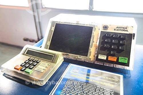 Detalhe de urna eletrônica em exibição no Memorial Aeroespacial Brasileiro (MAB)  - São José dos Campos - São Paulo (SP) - Brasil