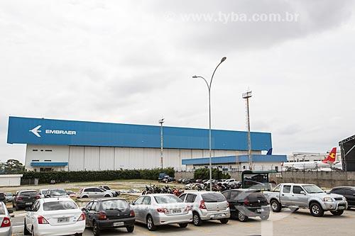 Estacionamento da fábrica da Embraer - Empresa Brasileira de Aeronáutica  - São José dos Campos - São Paulo (SP) - Brasil