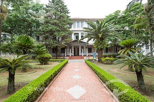 Prédio da administração do Parque Vicentina Aranha - antigo Sanatório Vicentina Aranha - ao fundo  - São José dos Campos - São Paulo (SP) - Brasil
