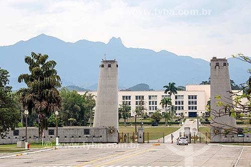 Entrada da Academia Militar das Agulhas Negras (AMAN) com o Parque Nacional de Itatiaia ao fundo  - Resende - Rio de Janeiro (RJ) - Brasil
