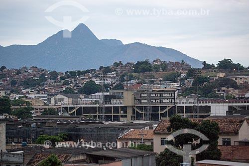 Vista da fachada lateral do Estádio Vasco da Gama (1927) - mais conhecido como Estádio de São Januário - durante o anoitecer  - Rio de Janeiro - Rio de Janeiro (RJ) - Brasil