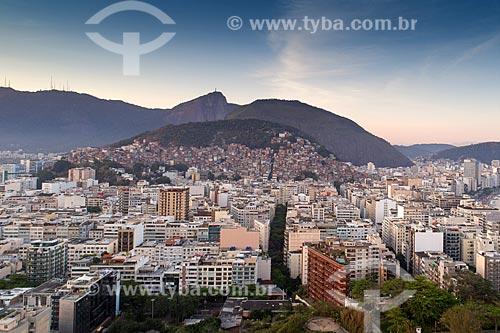 Foto aérea de Ipanema e Copacabana com as favelas do Cantagalo, Pavão e Pavãozinho ao fundo  - Rio de Janeiro - Rio de Janeiro (RJ) - Brasil