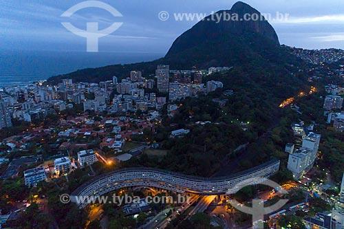 Foto aérea do Condomínio do Conjunto Residencial Marques de São Vicente - mais conhecido como Minhocão da Gávea - Morro Dois Irmãos ao fundo  - Rio de Janeiro - Rio de Janeiro (RJ) - Brasil