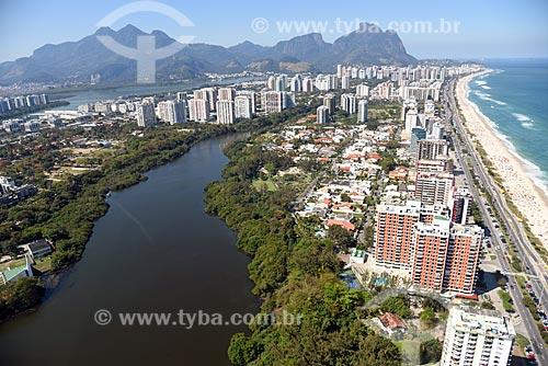 Foto aérea do Canal de Marapendi com a Pedra da Gávea ao fundo  - Rio de Janeiro - Rio de Janeiro (RJ) - Brasil