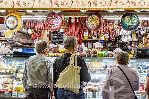 Consumidores em loja do Mercado Público de Porto Alegre (1869)  - Porto Alegre - Rio Grande do Sul (RS) - Brasil