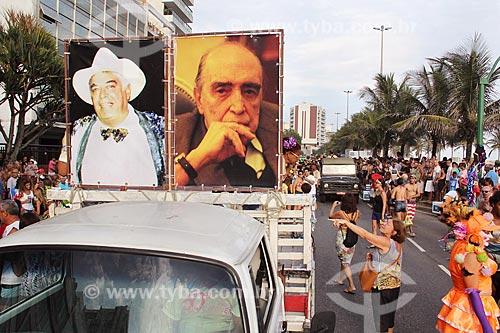 Desfile da Banda de Ipanema - carro com imagens de Albino Pinheiro - fundador do bloco de carnaval de rua Banda de Ipanema - à esquerda e Oscar Niemeyer à direita  - Rio de Janeiro - Rio de Janeiro (RJ) - Brasil