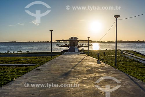 Vista do pôr do sol no Lago Guaíba a partir do Centro Cultura Usina do Gasômetro  - Porto Alegre - Rio Grande do Sul (RS) - Brasil