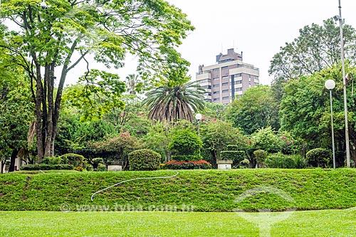 Vista do jardim da Estação de Tratamento de Água Moinhos de Vento (1928) - também conhecida como Hidráulica Moinhos de Vento  - Porto Alegre - Rio Grande do Sul (RS) - Brasil