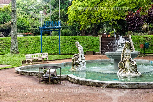 Fonte no jardim da Estação de Tratamento de Água Moinhos de Vento (1928) - também conhecida como Hidráulica Moinhos de Vento  - Porto Alegre - Rio Grande do Sul (RS) - Brasil