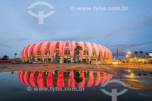 Estádio José Pinheiro Borda (1969) - mais conhecido como Beira-Rio - com iluminação especial - rosa - devido à Campanha Outubro Rosa  - Porto Alegre - Rio Grande do Sul (RS) - Brasil