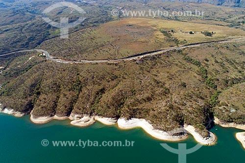 Foto feita com drone da Rodovia Newton Penido (MG-050) às margens da Represa de Furnas  - Capitólio - Minas Gerais (MG) - Brasil