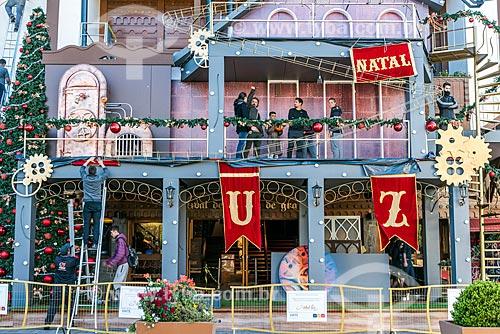 Decoração natalina em loja no centro de Gramado  - Gramado - Rio Grande do Sul (RS) - Brasil