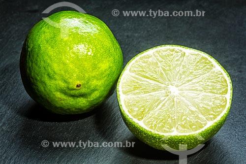 Detalhe de limão-tahiti (Citrus aurantiifolia)  - Brasil