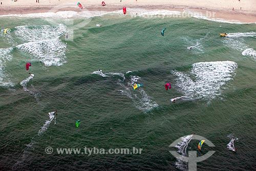 Foto aérea de praticantes de kitesurf na Praia da Barra da Tijuca  - Rio de Janeiro - Rio de Janeiro (RJ) - Brasil