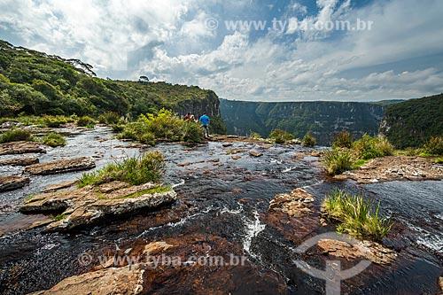 Vista do Cânion Fortaleza com a Cachoeira do Tigre Preto no Parque Nacional da Serra Geral  - Cambará do Sul - Rio Grande do Sul (RS) - Brasil